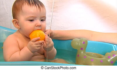 baby bath time part 2 - baby girl in the bath with toys...