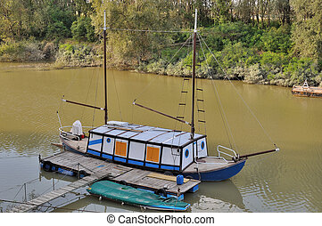funny river cruiser, po river - funny river cruiser docked...