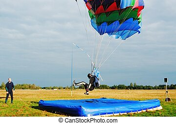 parachutist landing on airdrome - The trainer estimates...