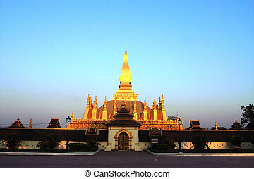 Golden Wat in Laos - Wat That Luang the most famous temple...