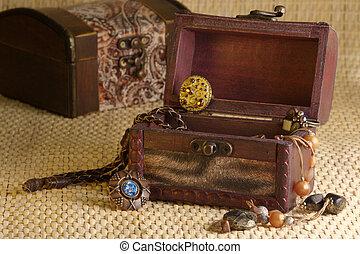 Retro jewelry - Jewelry in box a la retro on wicker...