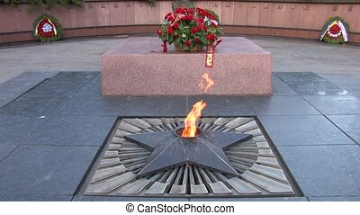 Eternal flame at the memorial - Eternal flame with wreath of...