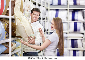 The young couple shops in shop