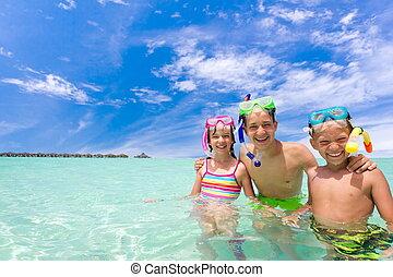 crianças, mar,  Snorkels