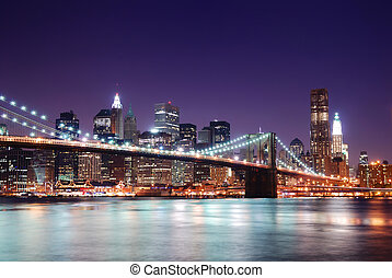 Manhattan skyline and Brooklyn Bridge - New York City...