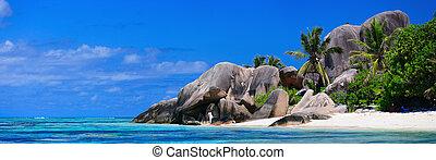 Seychelles beach panorama - Panoramic photo of Anse Source...