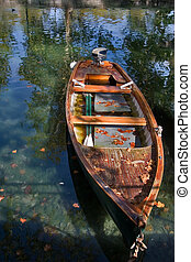 Fall of the leaf - Canal and boat, covered with autumn...