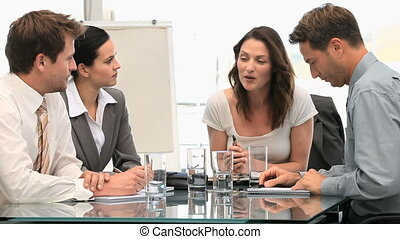Meeting beetween coworkers - A meeting beetween coworkers in...
