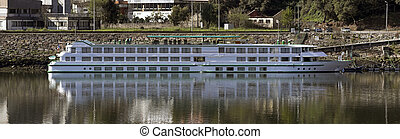 River cruise - Panorama of a river cruise of Douro in Porto...