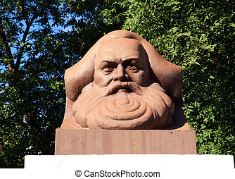 Karl, marcas, monumento