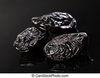 Dried fruit prune