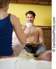 petit déjeuner,  couple, jeune, lit, avoir