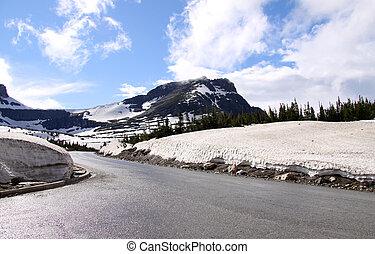 Road through Logan pass - Scenic road through Logan pass in...