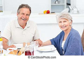 aposentado, par, comer, cozinha