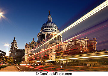 St Paul`s Cathedral and blured double decker