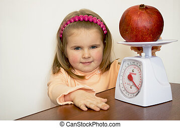 The child weighs fruit