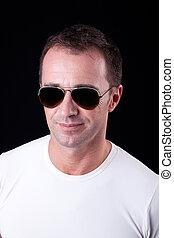 guapo, tiro, edad mediana, gafas de sol, Plano de fondo, estudio, retrato, sonriente, hombre, negro