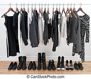 femme, noir, blanc, vêtements, chaussures