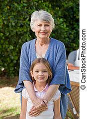 祖母, 她, 孫女, 看, 照像機, 花園
