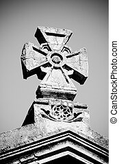 maltese stone cross