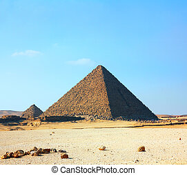 egypt pyramids in Giza - famous ancient egypt pyramids in...
