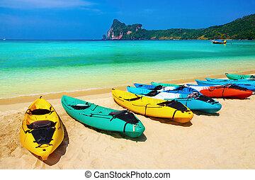 Tropical beach - Kayaks on the tropical beach, Phi-Phi Don...