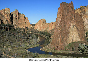 Crooked River through Smith Rock - the Crooked River winds...