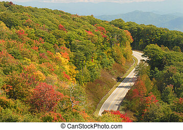 A winding mountain road in Tennessee during the autumn -...