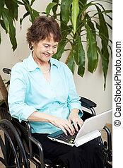 Handicapé, femme, ordinateur portable
