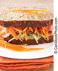 Tasty beef sandwich on wholewheat bread - Tasty open...