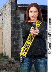 mujer, arma de fuego