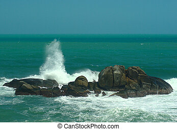 Surge, waves crashing against Rock at Columbias notheren...