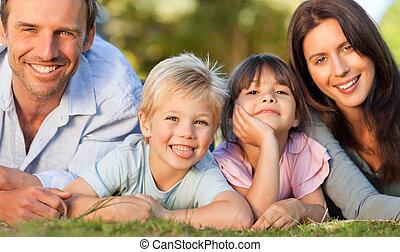familia, acostado, Abajo, parque