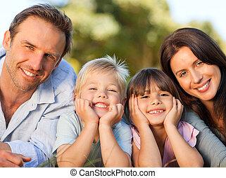 família, mentindo, BAIXO, parque