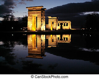 egyptian temple debod gifted to Madrid, Spain