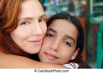 multiracial, madre, hija, familia, Abrazo