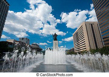 Yi Sun-Sin Statue Fountain Daytime - The admiral Yi Sun-Sin...