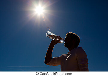 homem, bebendo, bottled, água, sob, sol