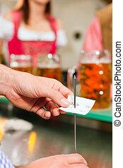 Kellner in einer bayerischen Wirtschaft - Waiter only hands...