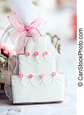 Wedding cake favor - Wedding cake shaped cookie in a gift...