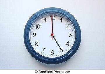 5 o clock - clock showing 5 oclock