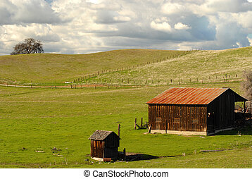 A lone barn and shed on a California hillside