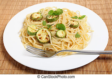 Courgettes with spaghetti and mint