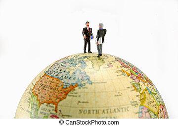 miniatura, globo, Homens negócios, levantar