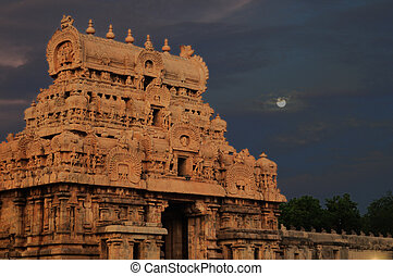 Hindu Architecture - intricate artwork at ancient hindu...
