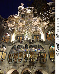casa Batllo at night