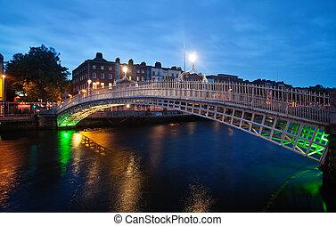 Half-penny bridge in Dublin in twilight