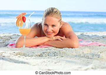 bonito, mulher, bebendo, dela, coquetel