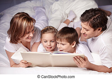 Reading - Parents with children are reading