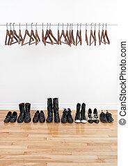 cabides, sapatos, vazio, fila
